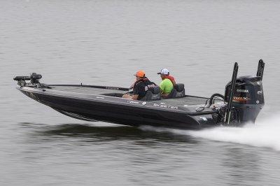 yamaha four stroke 250 sho propels fx20le fast across lake