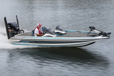 skeeter fx 20 runs fast across lake