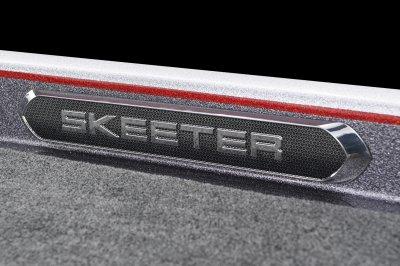 detailed skeeter backlit logo on gunnel of fx20