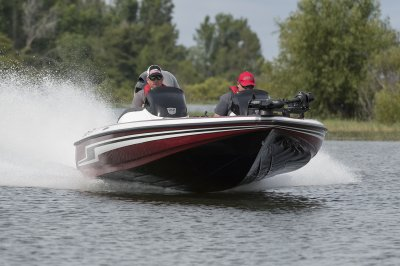 fast bass boat handles rough water great