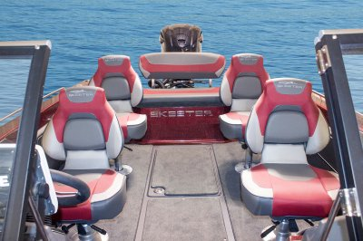 plenty of seating in this deepv muskie boat
