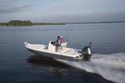 skeeter sx240 bay boat running down lake