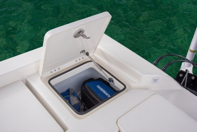 open rear tackle storage on sx240 bay boats