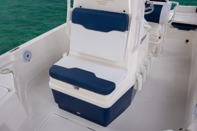 front center console seat on sx210 bay boat